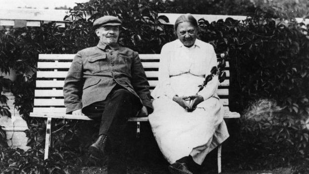 Lenin và vợ, bà Nadezhda Krupskaya
