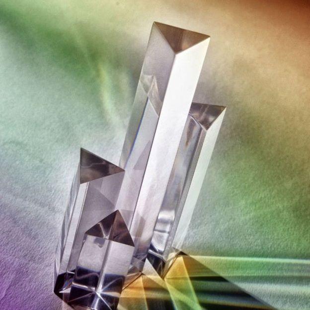 Escutoide, la fascinante nueva forma geométrica descubierta en la naturaleza _102774821_prisma