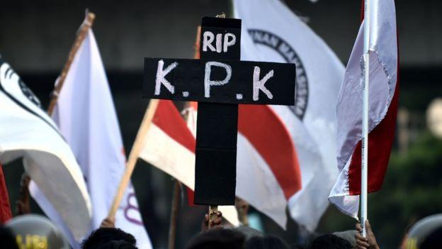 Demonstrasi mahasiswa menolak UU KPK.