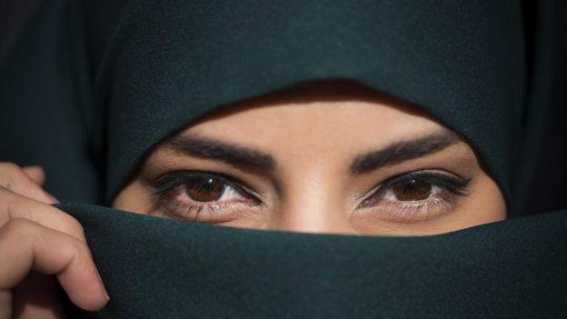 Ojos de mujer con niwab