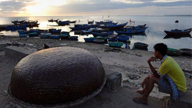 Theo tác giả Đỗ Thái Nhiên, trong con thuyền không bến, người ta tìm thấy vô số bến.