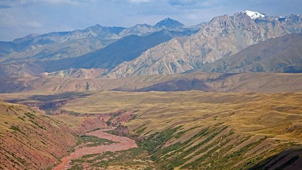 Zona montañosa en frontera entre Xinjiang y Kirguistán.