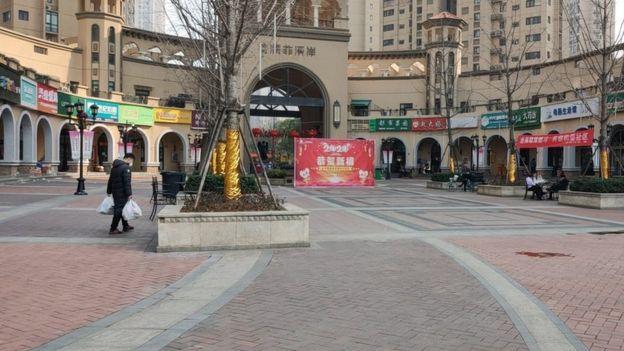 現居武漢的台灣人描述,市區店家僅有一成開業。