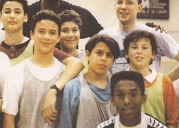 Kobe Bryant, İtalya'daki takım arkadaşlarıyla birlikteyken.