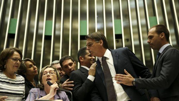 Deputados Jair Bolsonaro e Maria do Rosário em discussão na Câmara