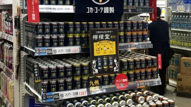 کوکا کولا میگوید برنامهای برای عرضه نوشیدنیهای تازه خارج از کشور ژاپن ندارد