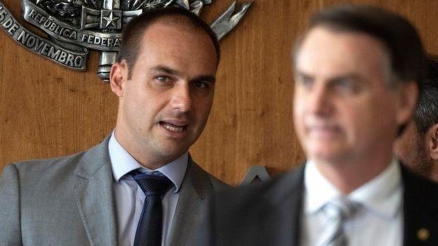 O presidente Jair Bolsonaro e o filho Eduardo