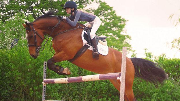 Ashleigh Harley sobre su caballo