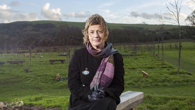 Cara Mair, la fundadora de la funeraria Arkar Original de Reino Unido