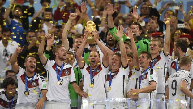 منتخب ألمانيا أثناء احتفاله بكأس العالم 2014