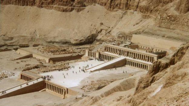 معبد حاتشبسوت في الدير البحري