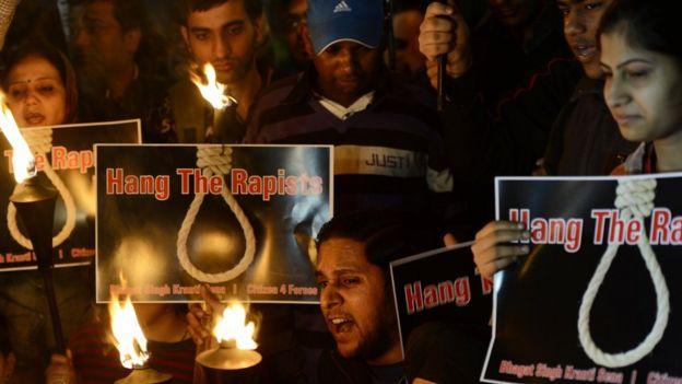 Protestos foram realizados em diversas cidades indianas após o estupro da jovem em Nova Déli
