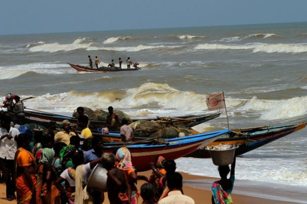 Fishermen return to shore in Konark