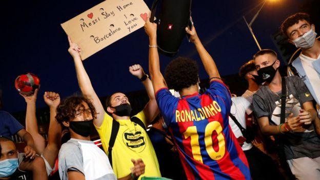 Решение Месси уйти подняло волну протестов против руководства клуба