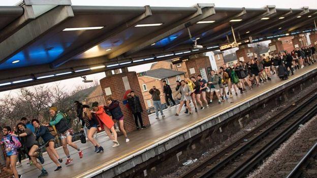 倫敦地鐵無褲日