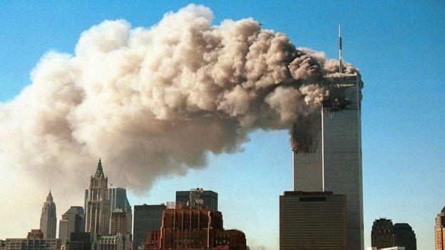 Imagen de una de las torres del World Trade Center en Nueva York, en llamas, tras el atentado de 2001