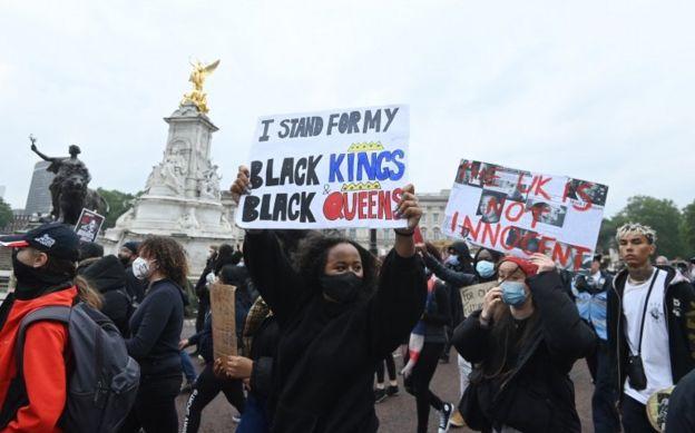Londra'daki Siyah Hayatlar Değerlidir protestosu