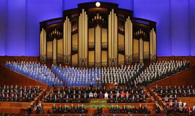 Imagem mostra membros da Igreja Mórmon