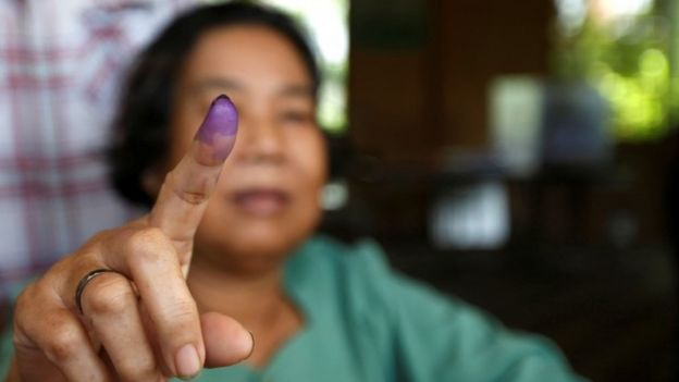 Voter in Phnom Penh