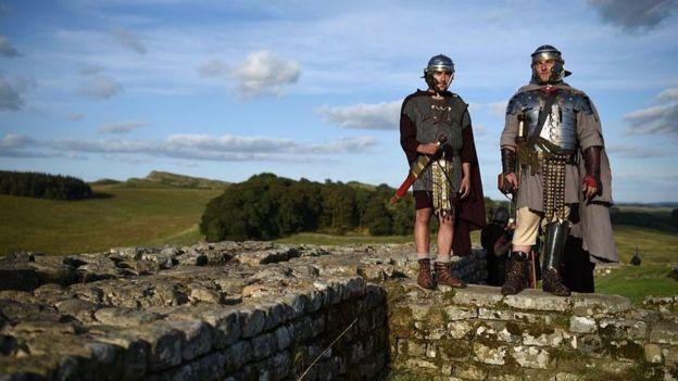 Bức tường thành Hadrian được dựng từ thời La Mã ở phía bắc xứ Anh, nhằm ngăn sự xâm lấn của các bộ tộc phía bắc