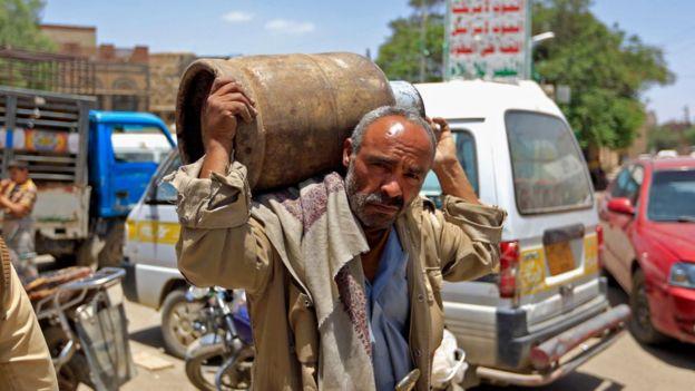 Yemen'de gaz sıkıntısı da yaşanıyor.