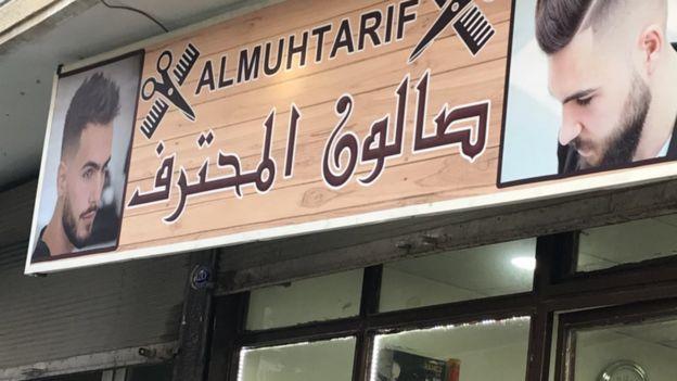 Gaziantep'te Suriyelilerin işlettiği bir berber dükkanı