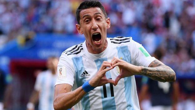 Ángel di María celebra su golazo.