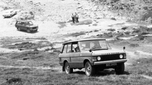 نسل اول رنجروور در سال ۱۹۷۰ میلادی به بازار عرضه شد