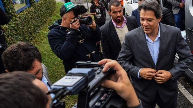 El perfil de Haddad es muy diferente al de Lula, algo que podría perjudicar sus posibilidades de captar los votos del exmandatario. Foto: AFP