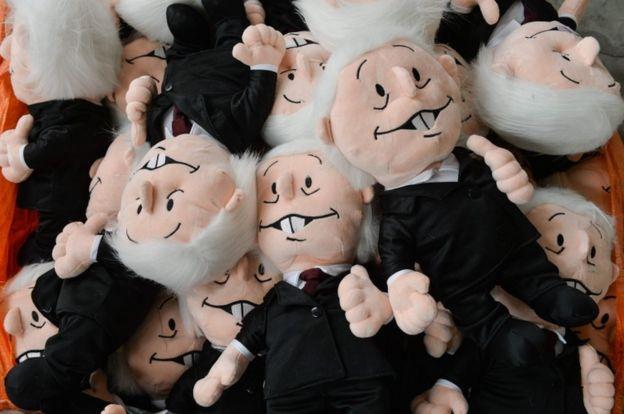 Muñecos que simulan a AMLO.