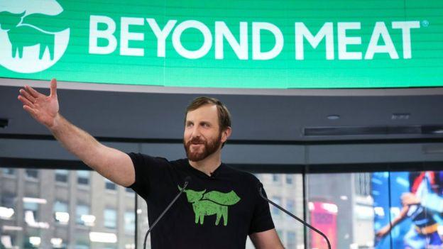 """106939831 gettyimages 1140767407 - El explosivo crecimiento del negocio de la """"carne vegana"""" donde han invertido famosos como Bill Gates y Leonardo DiCaprio"""