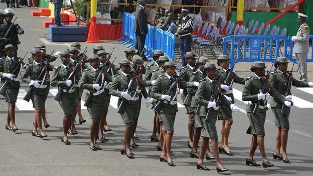Des femmes des services de sécurité sénégalais lors du défilé de 2015.