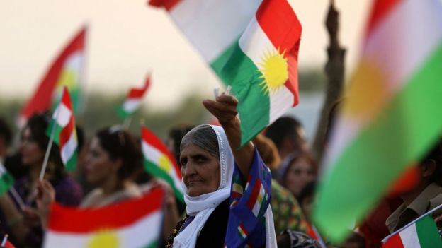 Iranian Kurdish women hold a Kurdish flag at a gathering to urge people to vote in the upcoming independence referendum in Bahirka, in the Kurdistan Region of Iraq (21 September 2017)