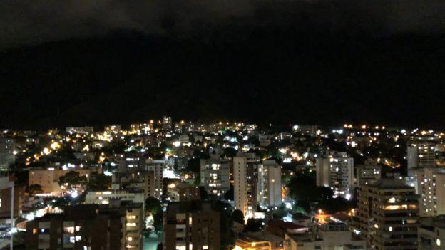 Imagen nocturna de Caracas