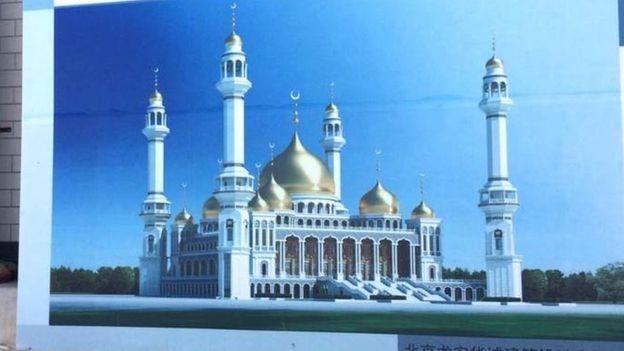 Masjid bergaya arsitektur Arab.