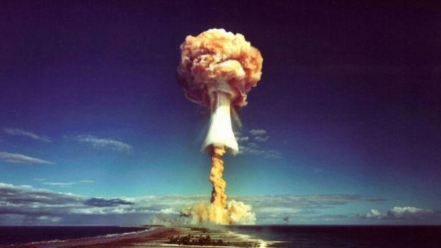 Um cogumelo atômico sobre o Pacífico