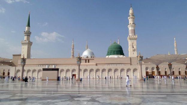 Masjid al-Nabawi oo ku yaalla madina aya aka mid ah masaajidda la xiray
