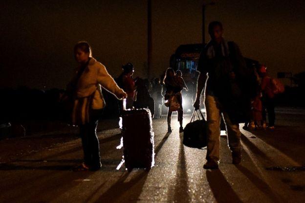 Migrantes venezolanos en la frontera entre Perú y Ecuador.