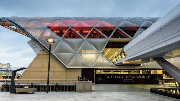 El elegante jard??n de techo p??blico sobre la estaci??n de Canary Wharf Crossrail en Londres