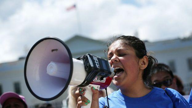 Dreamer Deyanira Aldana protesta en Washington DC.