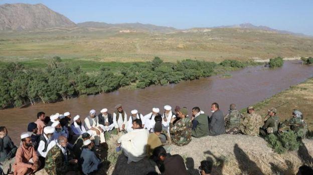 براساس ادعاها سربازان ایرانی، مرزبانان ایرانی شهروندان افغان را در این محل به رودخانه انداختهاند