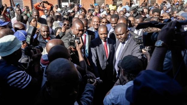 "Zimbabwe""s opposition leader Nelson Chamisa (C) arrives to cast his vote amid singing crowd at a polling station in Harare during Zimbabwe General Elections on July 30, 2018."