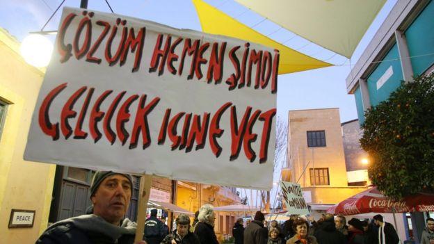 İki Toplumlu Barış İnisiyatifi'nin 14 Aralık'ta Ada'nın iki tarafında düzenlediği yürüyüşe katılan Kuzey Kıbrıslılar