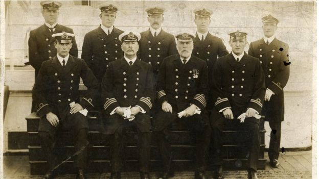 Captain Edward Smith and his officers 34460148dba