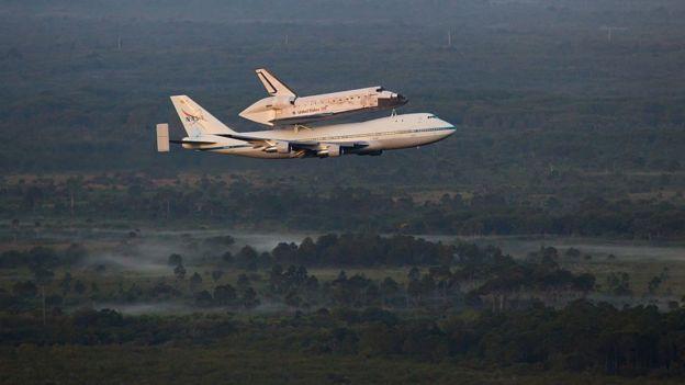 El Discovery de la NASA, sobre un Boeing 747.
