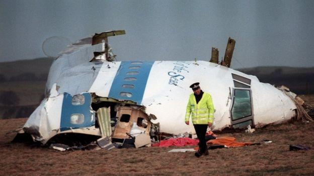 Pedaço da fuselagem de avião derrubado por bomba em 1998 na Escócia