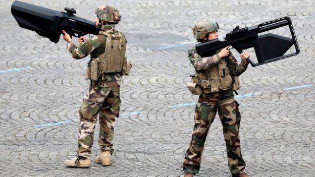 تفنگهای جدید ضد پهباد در رژهٔ روز یکشنبهٔ جشنهای باستیل در پاریس