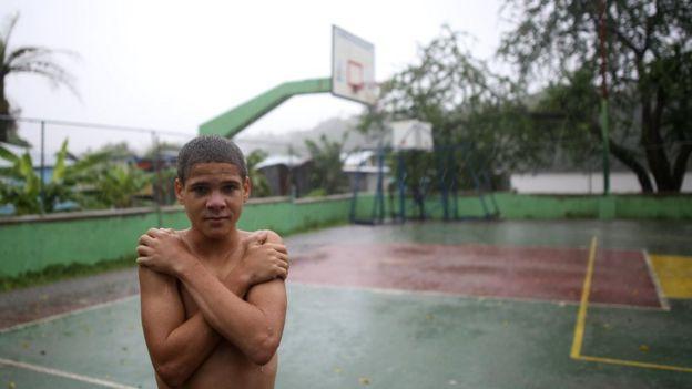 Niño en Santo Domingo, tras el paso del huracán Irma.