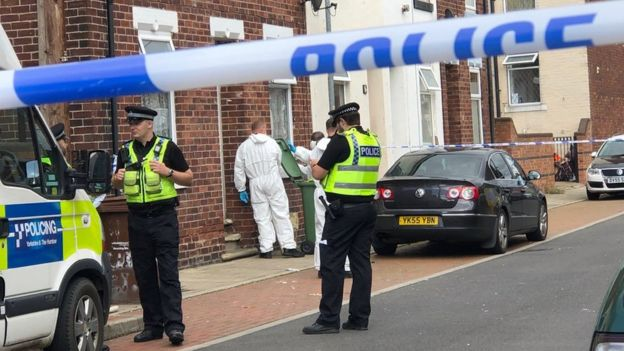 Murder arrests after man found dead in Wakefield house - BBC