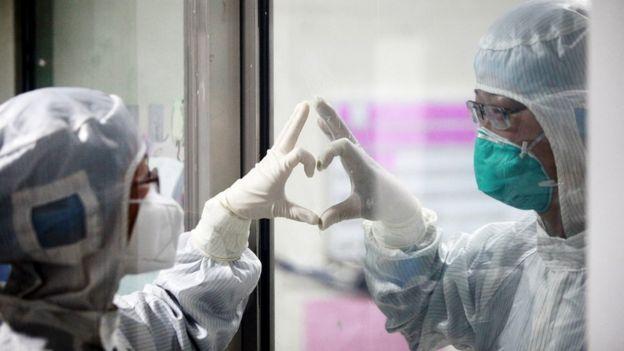 Trabajadores médicos chinos.